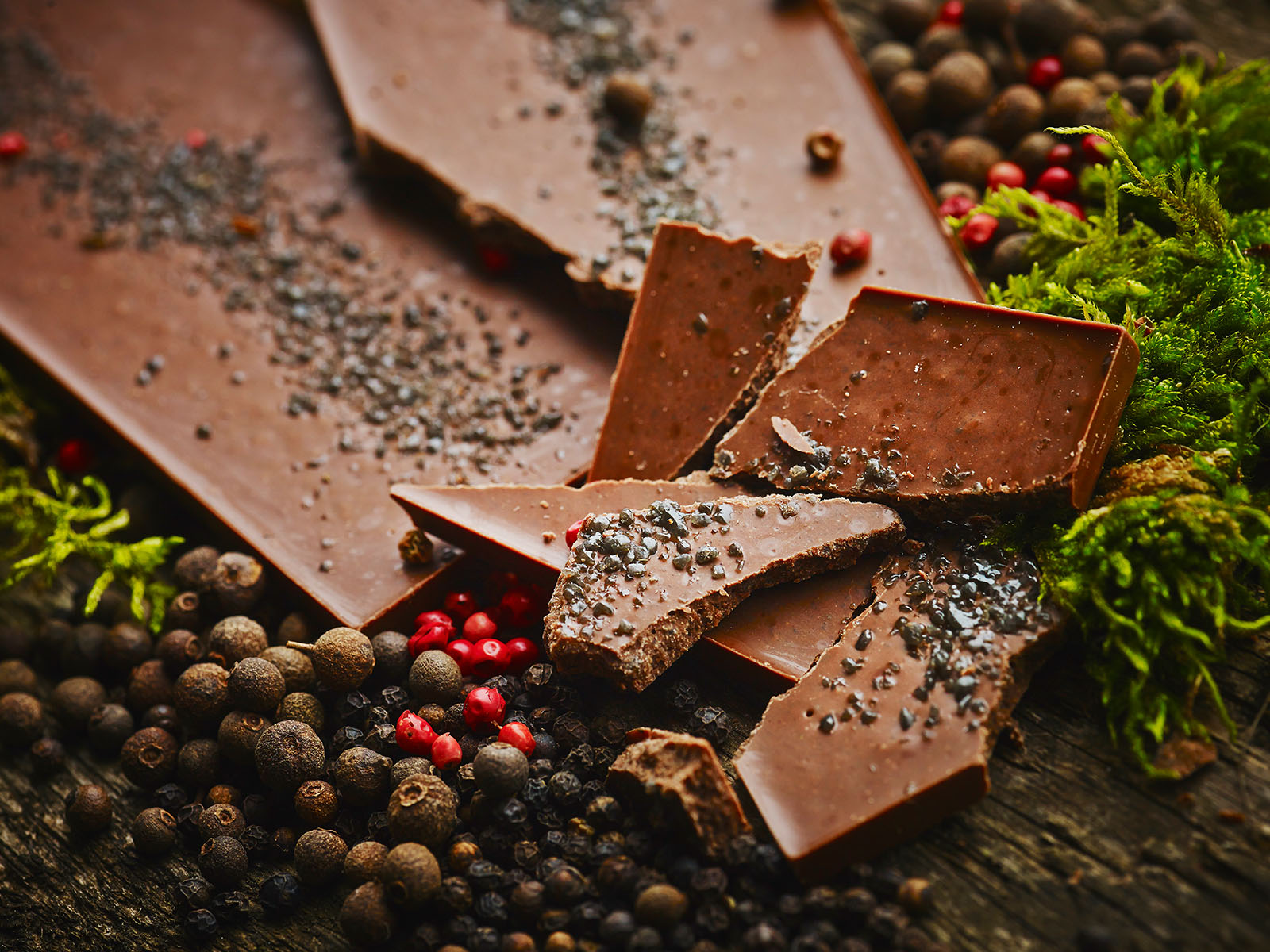 Milk chocolate / turkish pepper